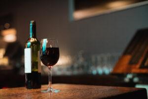 Investir dans des bouteilles de vin de grands crus peut être très rentable à long terme